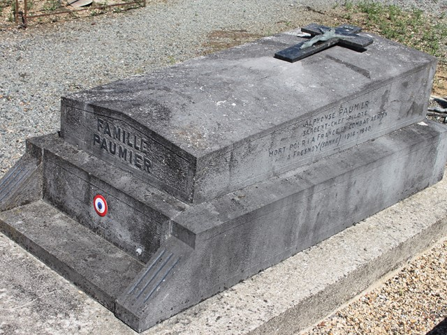 Tombe Sgt/C Paumier