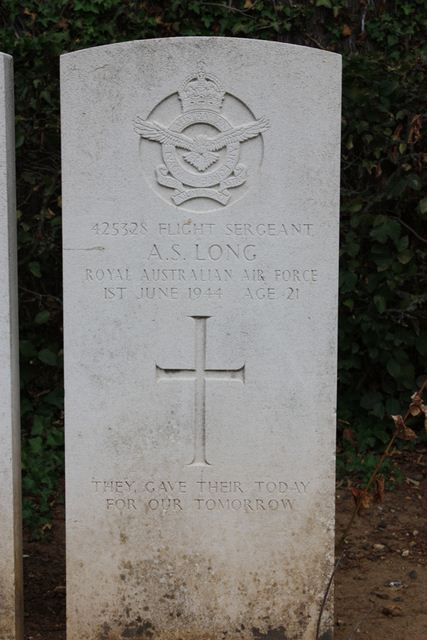 Tombe F/Sgt Long